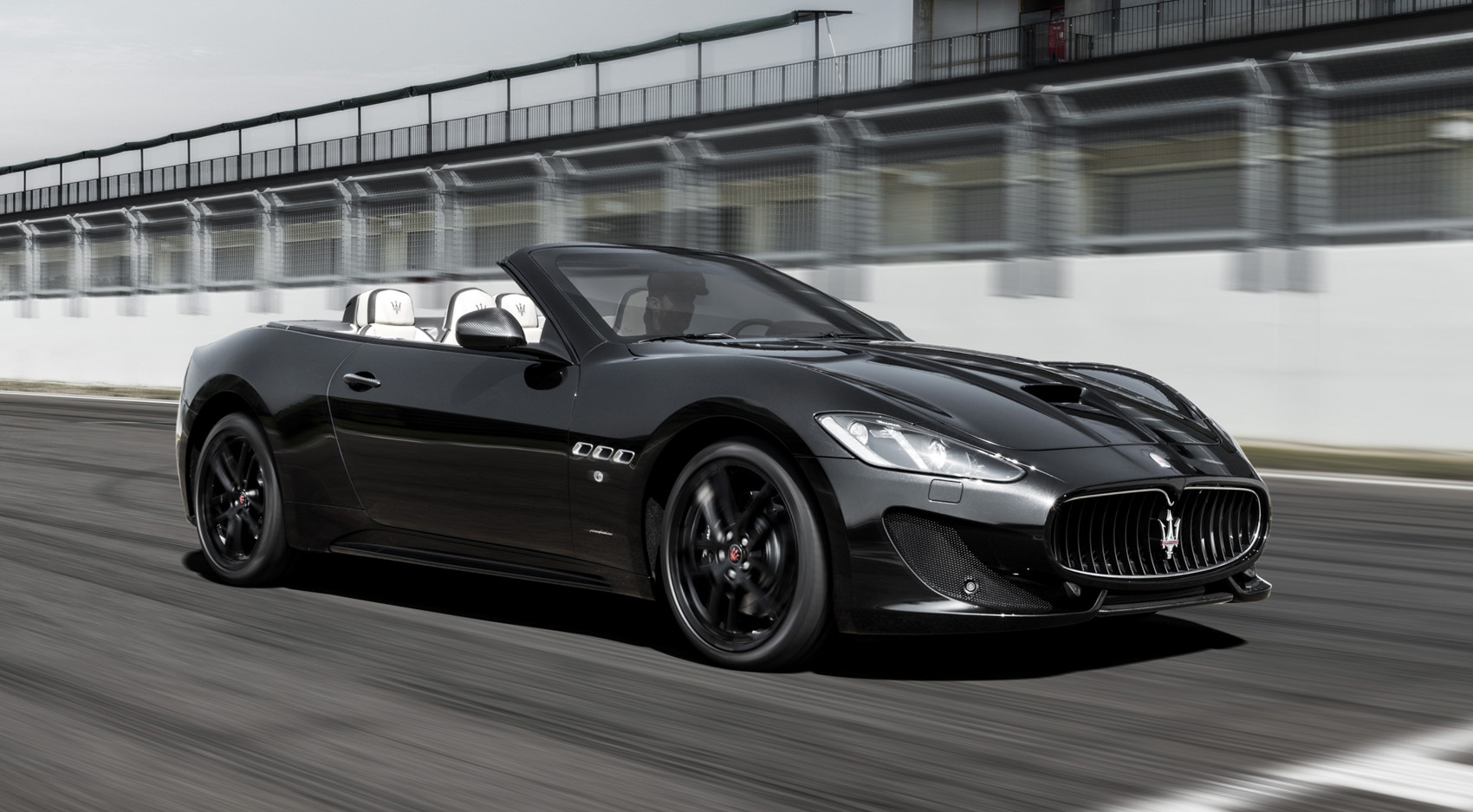 maserati grancabrio 4 7 v8 460 mc voiture maroc. Black Bedroom Furniture Sets. Home Design Ideas